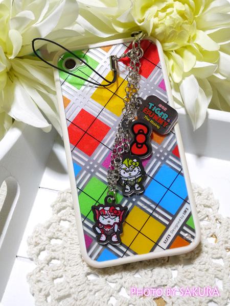 『劇場版 TIGER & BUNNY -The Rising- 』劇場グッズ イヤフォンジャックストラップ iPhoneに装着