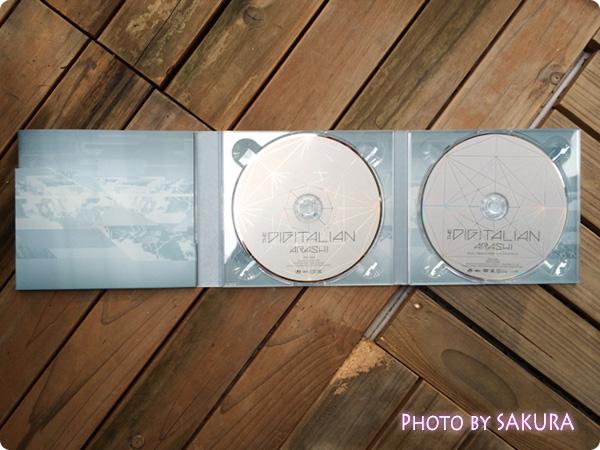 嵐『THE DIGITALIAN』初回限定盤 左側がブックレット、中央がCD、右側がDVD