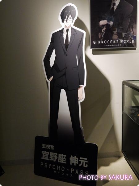 サイコパス×タワーレコード渋谷店 特別展示『GINNOCENT WORLD―宜野座伸元の世界―』 監視官・宜野座伸元パネル