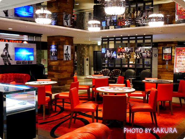 新宿ルミネエスト8F『PSYCHO-PASS LOUNGE(サイコパスラウンジ)』赤と黒の格好いいデザインの内部