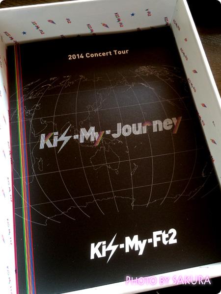 Kis-My-Ft2「2014ConcertTour Kis-My-Journey(初回生産限定盤)」ディスクを取ると下にはブックレットが入っている
