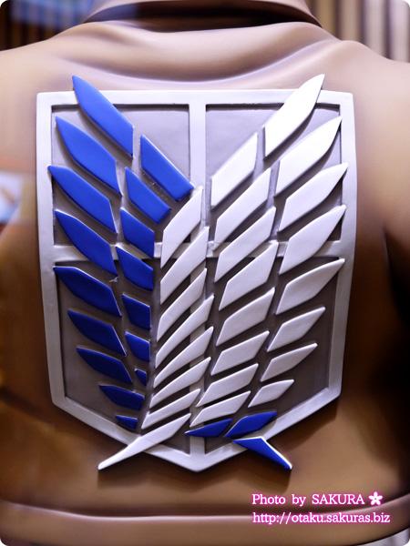 進撃の巨人セブンイレブン限定等身大エレンフィギュア 自由の翼