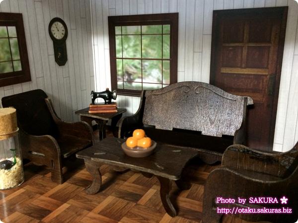 キャンドゥのウッドクラフト『ソファとテーブル』『イス2脚とテーブル』をブラウン色に水性ニスを塗ってみた