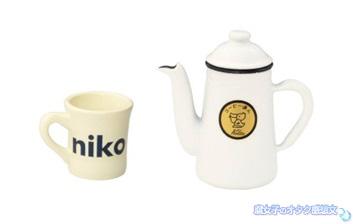 niko and...ニコアンドとKalitaカリタのコラボのガチャガチャ コーヒー達人・ペリカン1リットルとniko and...オリジナルマグ