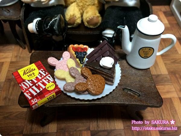 ケーキのマグネットとキャンドゥ板チョコミニチュアとシルバニアファミリー 森の焼きたてパン屋さんのワッフルセット