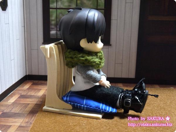 キャンドゥ ウッドクラフト『ちゃぶ台と座椅子二脚』『座布団2個』のオビツ11ボディ使用例
