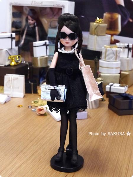 タカラトミー 大人向けリカちゃん 第3弾 リカ スタイリッシュドールコレクション 「ブラックショコラドレス スタイル」サングラス+付属の紙袋で高級ブランドストリートを歩いてるみたい