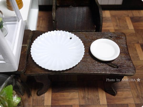100円ショップキャンドゥ ミニチュアセレクション平皿とデコ用のお皿比較