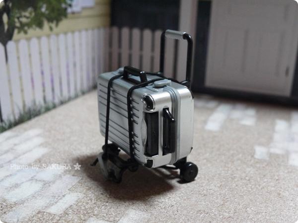 エポック社カプセルコレクション「誰得?!俺得!!シリーズ  折りたたみキャリアーとスーツケース」スーツケース(シルバー)+キャリアー黒組み合わせ