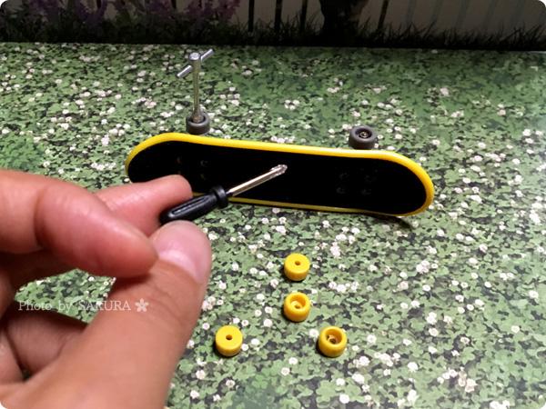 フライングタイガーコペンハーゲン「フィンガースケートボード」ミニチュアスケボー 小さいけどドライバーもちゃんと使えます