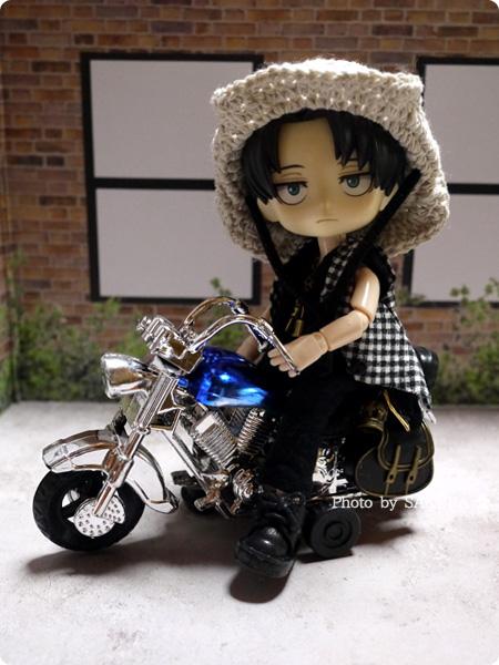 100円ショップSeria(セリア)「アメリカンバイク」プルバック式 ブルー オビツろいど(オビツ11ボディ)で遊んでみた