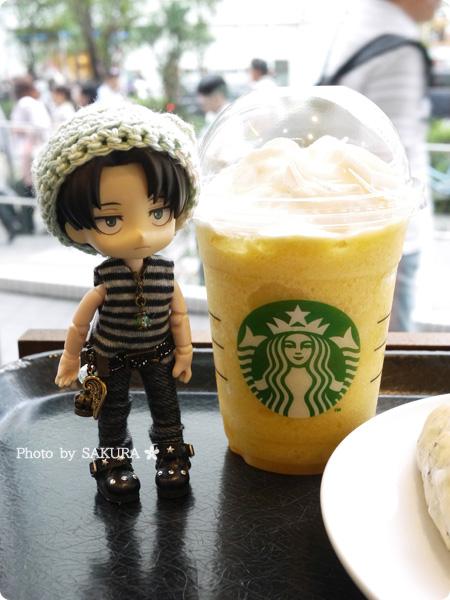 スターバックスコーヒー「クラッシュ オレンジ フラペチーノ」とオビツろいどリヴァイ兵長