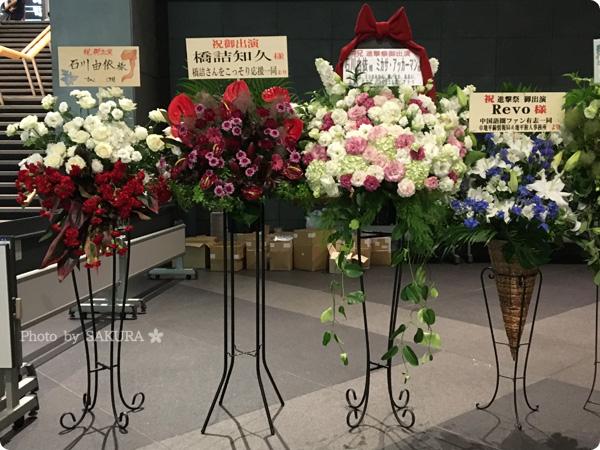 """「進撃!巨人中学校×進撃の巨人""""進撃祭""""Reading & Live Event」入口のお花 その1"""