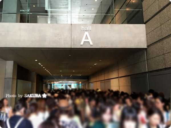 """進撃!巨人中学校×進撃の巨人""""進撃祭""""Reading & Live Eventグッズ待機列"""