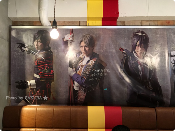 舞台『刀剣乱舞』コラボカフェのTOWER RECORDS CAFE表参道店 店内パネル その2