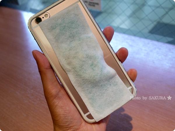 iPhone6sに冷えピタ・熱さまシート的なものを貼った図