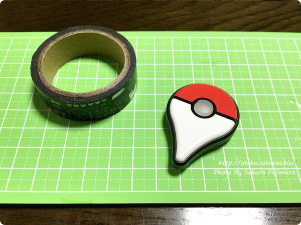 Pokemon GO Plus(ポケモンGO Plus) 本体とマスキングテープ、カッターを用意