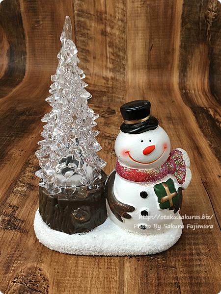 100円ショップダイソーで買ったクリスマス光るツリー付きLED置物(300円)