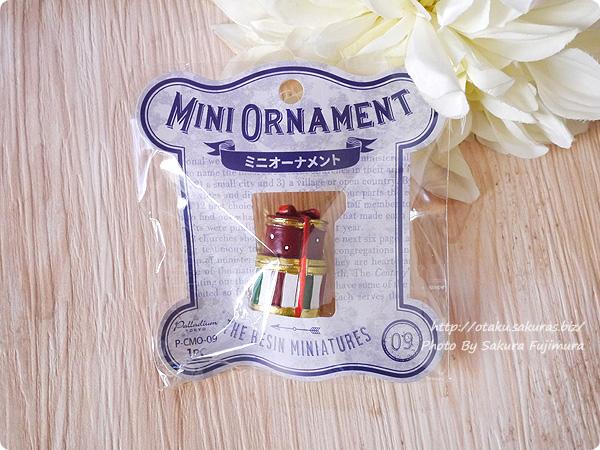 100円ショップキャンドゥのクリスマス用ミニオーナメント ミニチュアプレゼント