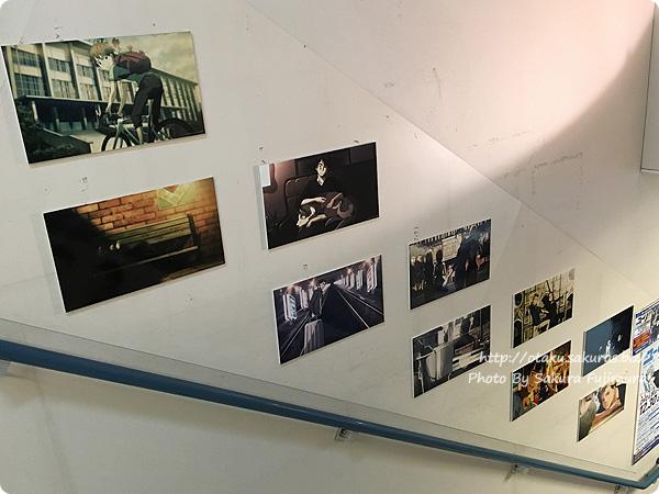 アニメイト池袋本店「ユーリ!!! on ICE」全階段スペース広告&パネル展示 1階階段壁のエンディングパネル