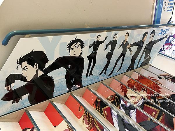 アニメイト池袋本店「ユーリ!!! on ICE」全階段スペース広告&パネル展示 1階 勇利その1