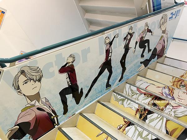 アニメイト池袋本店「ユーリ!!! on ICE」全階段スペース広告&パネル展示 ヴィクトル・ニキフォロフその1