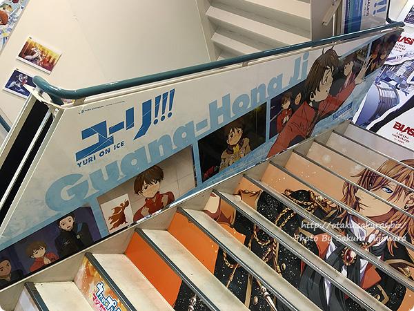 アニメイト池袋本店「ユーリ!!! on ICE」全階段スペース広告&パネル展示 ジ・グァンホン