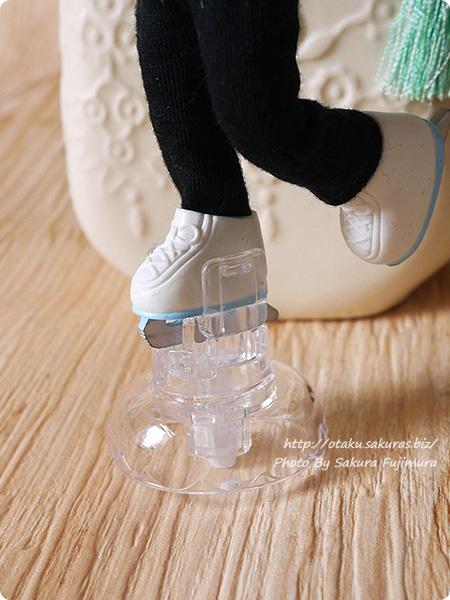 シルバニアファミリー『なかよしアイススケートセット』  付属のスケート靴をオビツ11で使用 スタンド着用例 その3