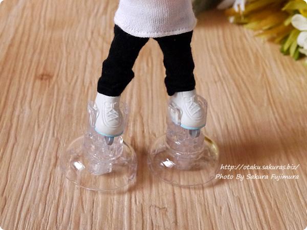 シルバニアファミリー『なかよしアイススケートセット』  付属のスケート靴をオビツ11で使用 スタンド着用例 その4