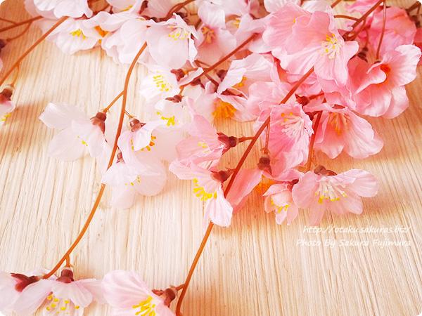 100均ダイソーで買った枝垂れ桜の造花の花弁アップ