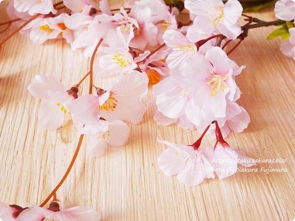 100均ダイソーで買ったソメイヨシノの造花の花弁アップ