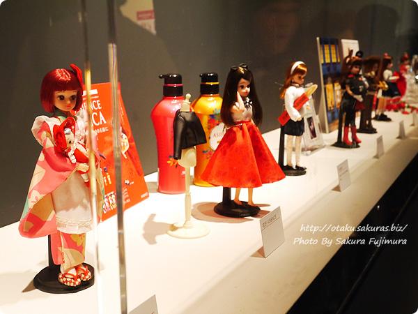 松屋銀座・誕生50周年記念「リカちゃん展」 ずらっと並ぶコラボリカちゃんたち
