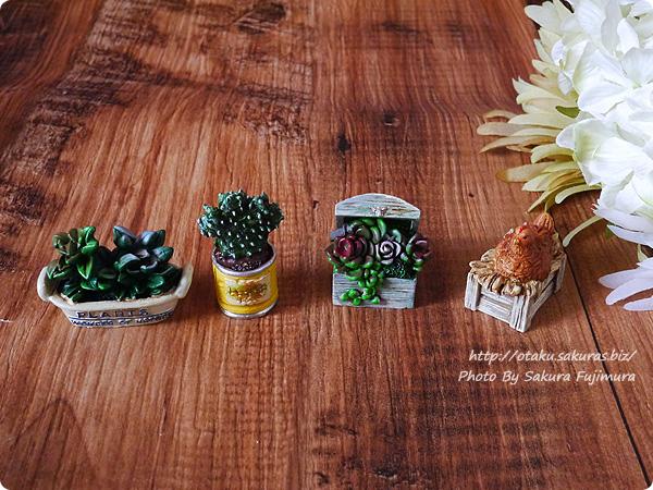 セリアのレジンのミニチュアオブジェ 買った植物のミニチュアと鶏のミニチュア