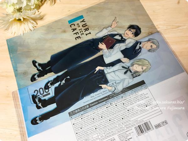 100円ショップダイソー A3硬質カードケース(200円商品) に「ユーリ!!! on ICEカフェ」A3クリアポスターを入れてみた