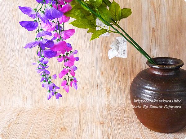 100円ショップ・ダイソーで買った藤の花の造花 2種類 普通に花瓶に挿せば簡単に枝垂れる
