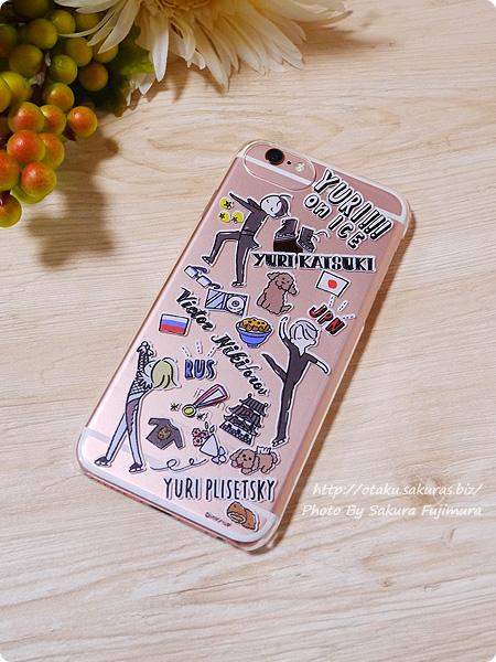プレイフルマインドカンパニー「ユーリ!!! on ICE」iPhoneハードケース デザインE 勇利&ヴィクトル&ユリオ柄 iPhone6sローズゴールドに装着した図