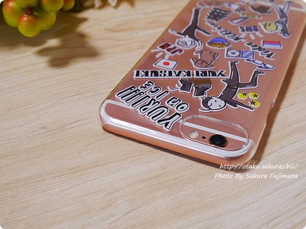 プレイフルマインドカンパニー「ユーリ!!! on ICE」iPhoneハードケース デザインE 勇利&ヴィクトル&ユリオ柄 iPhone6s上部