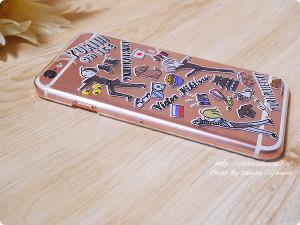 プレイフルマインドカンパニー「ユーリ!!! on ICE」iPhoneハードケース デザインE 勇利&ヴィクトル&ユリオ柄 iPhone6s上部 電源ボタン