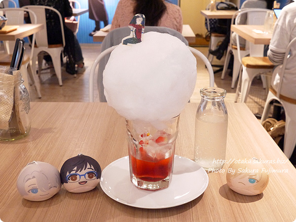 原宿・表参道OMOTESANDO BOX CAFE&SPACE「ユーリ!!! on ICE カフェ」 ヴィクトルの4回転フリップソーダ