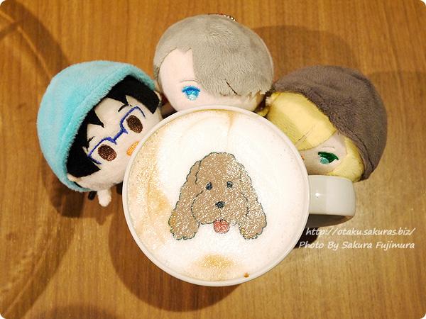 原宿・表参道OMOTESANDO BOX CAFE&SPACE「ユーリ!!! on ICE カフェ」 マッカチンのカフェモカ