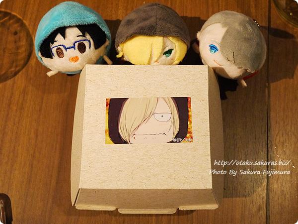 原宿・表参道OMOTESANDO BOX CAFE&SPACE「ユーリ!!! on ICE カフェ」 ユーリのピロシキ 箱デザイン