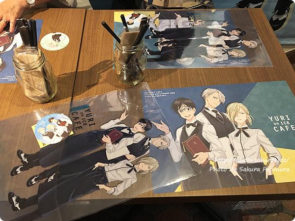 原宿・表参道OMOTESANDO BOX CAFE&SPACE「ユーリ!!! on ICE カフェ」今日は4人席でした