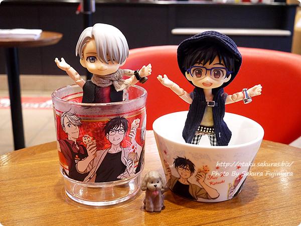 コールド・ストーン・クリーマリー (Cold Stone Creamery)  東京スカイツリー・ソラマチ店 ユーリ!!! on ICEコラボ オビツろいど勇利とオビツろいどヴィクトル じゃーんポーズ