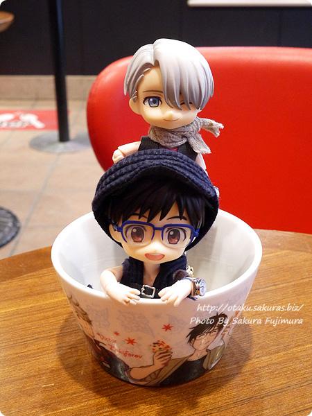 コールド・ストーン・クリーマリー (Cold Stone Creamery)  東京スカイツリー・ソラマチ店 ユーリ!!! on ICEコラボ 勇利 KATSUDO on ICEの器 オビツろいど勇利とオビツろいどヴィクトル