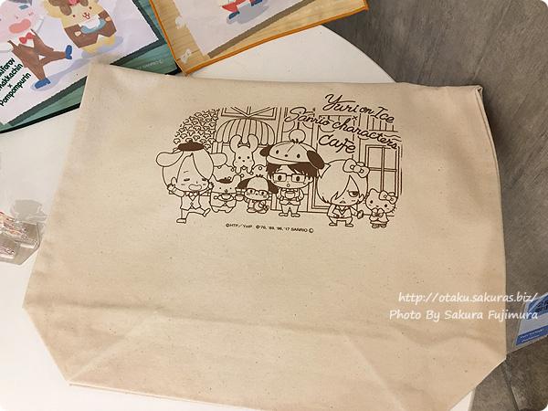 ユーリ!!! on ICE×サンリオ 期間限定コラボカフェ「Yuri on Ice×Sanrio characters Cafe」 Yuri on Ice×Sanrio characters Cafe トートバッグ