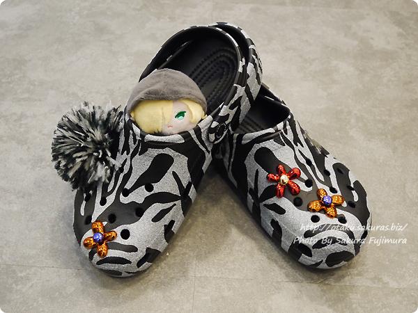 crocs(クロックス)2017秋冬新作 Christopher Kane x Crocs Black & White Tiger Clogs クリストファー ケイン x クロックス タイガー クロッグ ブラック/ホワイト もちもちマスコット ユリオ
