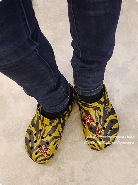 crocs(クロックス)2017年秋冬新作 Christopher Kane x Crocs Honey Tiger Clogs(クリストファー ケイン x クロックス タイガー クロッグ ハニー) 着画