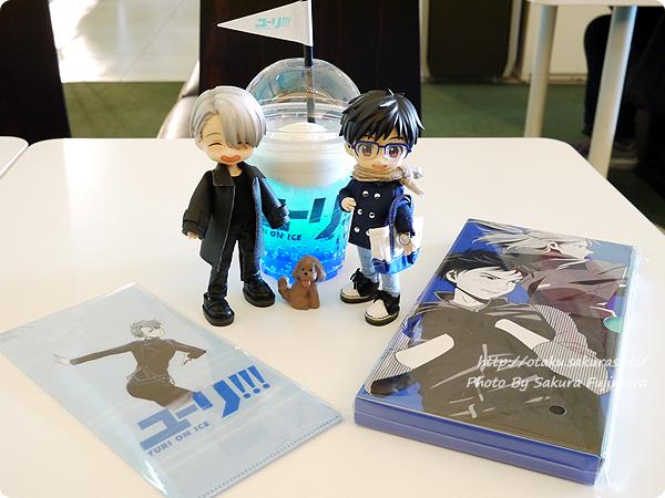 アニメ「ユーリ!!! on ICE」4DX Vol.3 YOIオビツろいどと応援ドリンクとユーリ!!! on ICE REVERSI GAME記念撮影