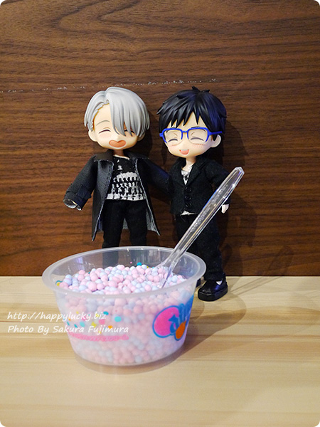 一番カフェ アイス ユーリ!!! on ICE×サンリオキャラクターズコラボ セガ新宿歌舞伎町店にて YOIオビツろいど