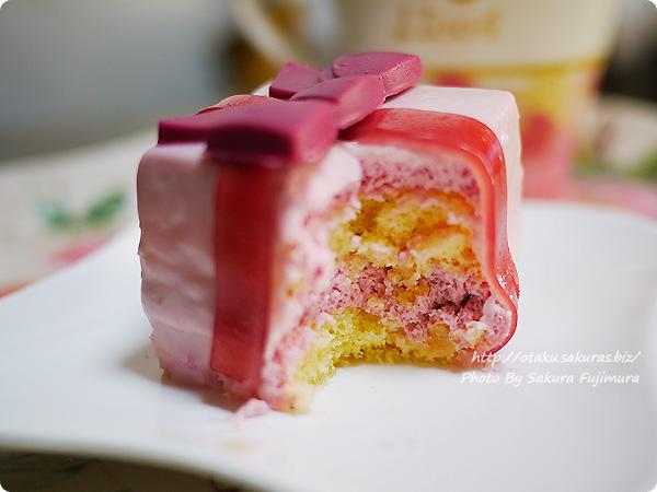 セブンイレブン コンビニスイーツ いちご&クッキープレゼントケーキ アップ